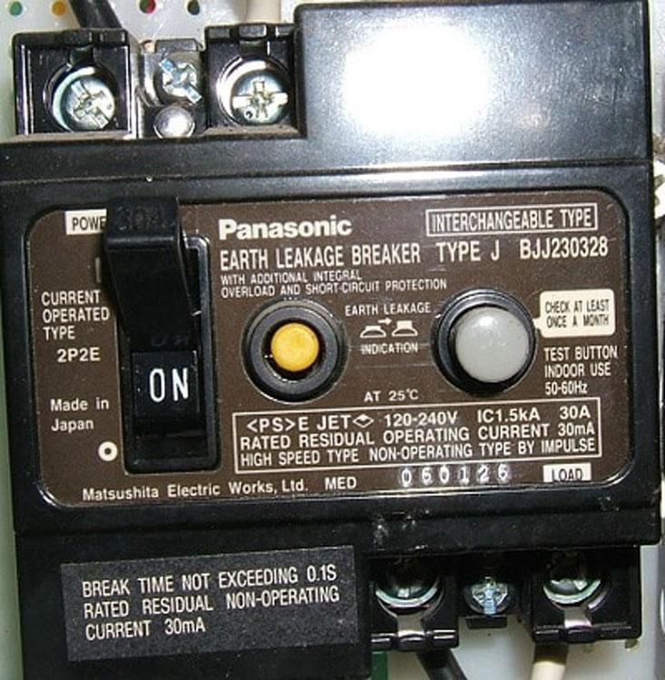 Panasonic_30A_2P2E